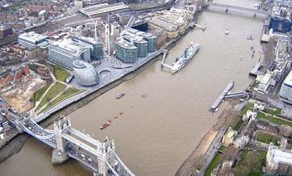 25 Minute Helicopter Tour Over London for Two Flydays Experience 1