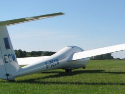 Gliding: the perfect flying experience for junior aviation enthusiasts